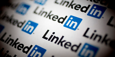 Creative Staffing - How to write the best LinkedIn headline (and why it matters) image